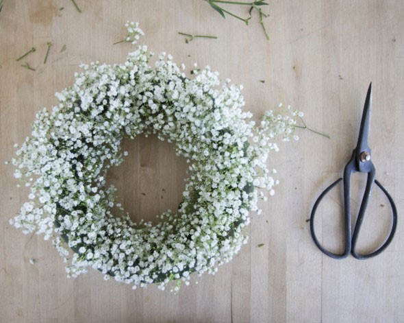 simple DIY baby's breath wreath project