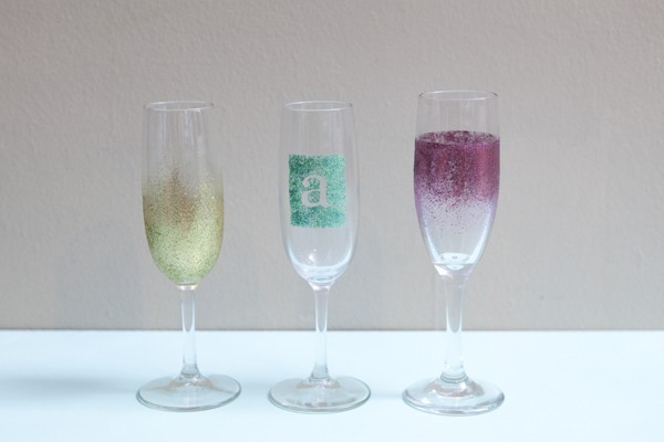 DIY glitter decorated champagne flutes for New Year's