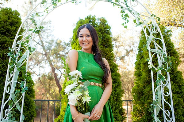 Maid of honor style with a green bridesmaid dress