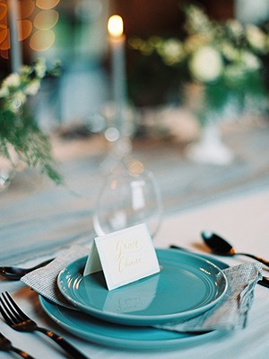 Blue placesettings from mywedding the magazine photo by Kate Ignatowski