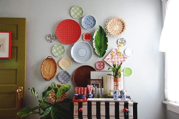 retro plate wall project to use as wedding backdrop