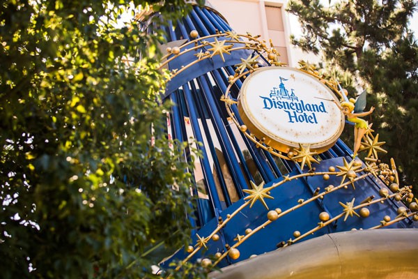sorcerer's hat sign for Disneyland Hotel