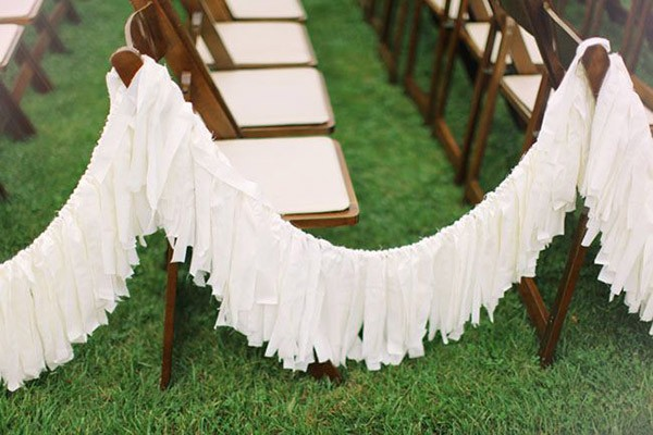 White fringe garland for a wedding ceremony