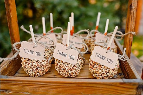 caramel apple wedding favors with thank you tags
